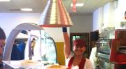 Una operatrice della mensa di Via Cambridge